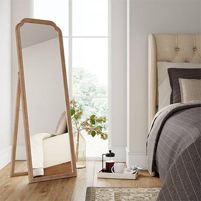 آینه در اتاق خواب مهمان